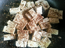(6) In the meantime, fry the tofu in oil for a few minutes before adding garam masala, cumin powder, cayenne, salt.
